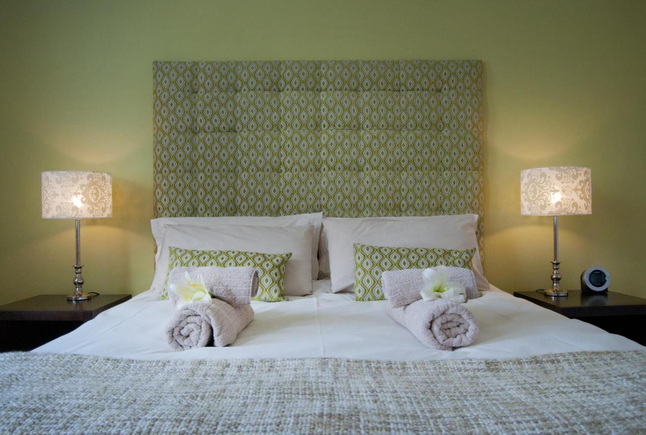 Отель типа «постель и завтрак»  Six On Scott Guesthouse