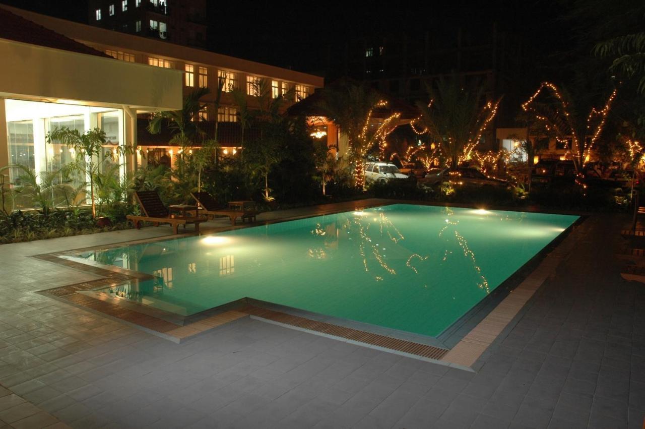 Отель  Mandalay City Hotel