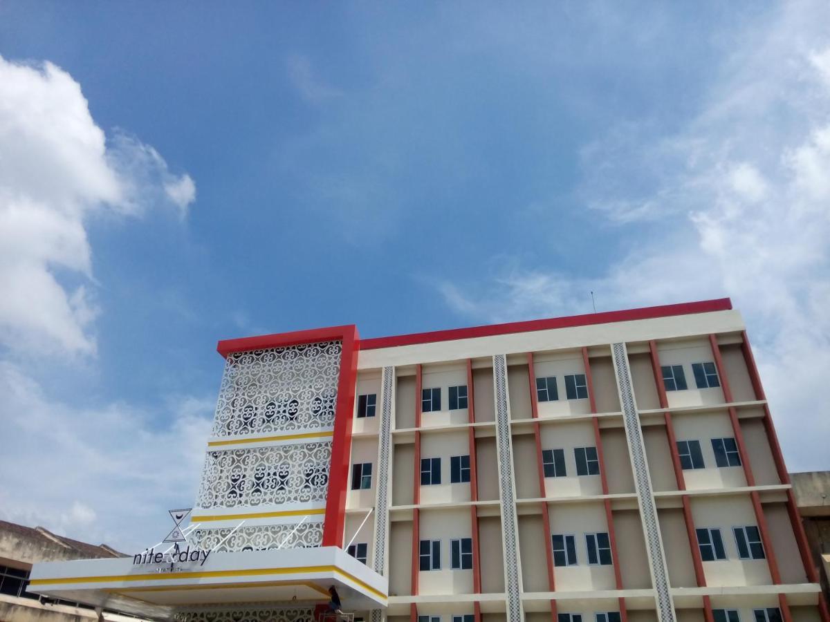 Отель  Nite & Day Batam Jodoh Square