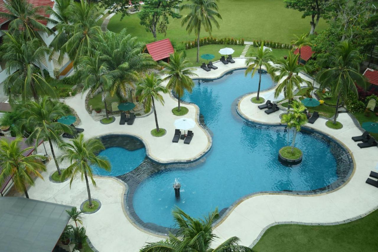 Фото  Отель  Aryaduta Pekanbaru