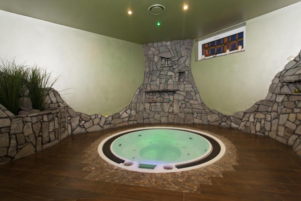 Jacuzzi 6 Places Leroy Merlin hotel trzy Światy spa & wellness rajska wyspa, gliwice