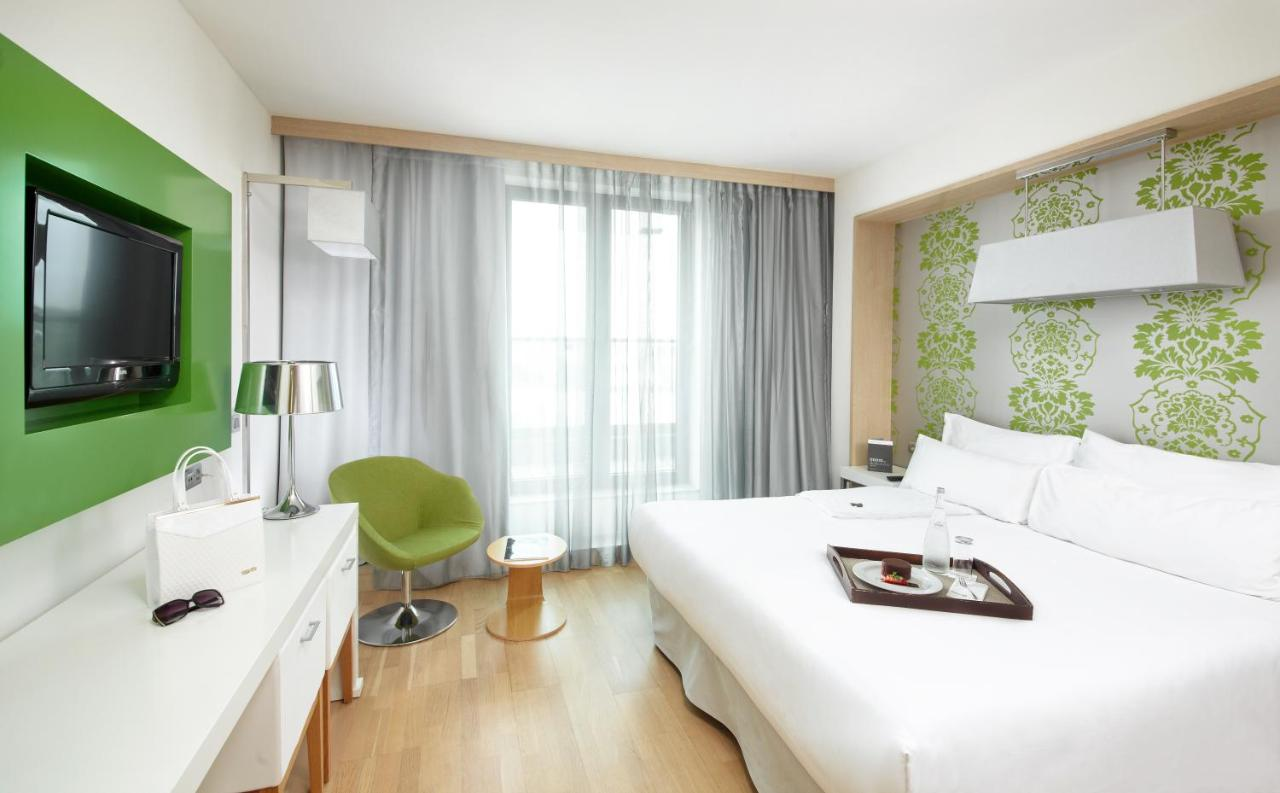 Отель  Отель  Occidental Praha Five