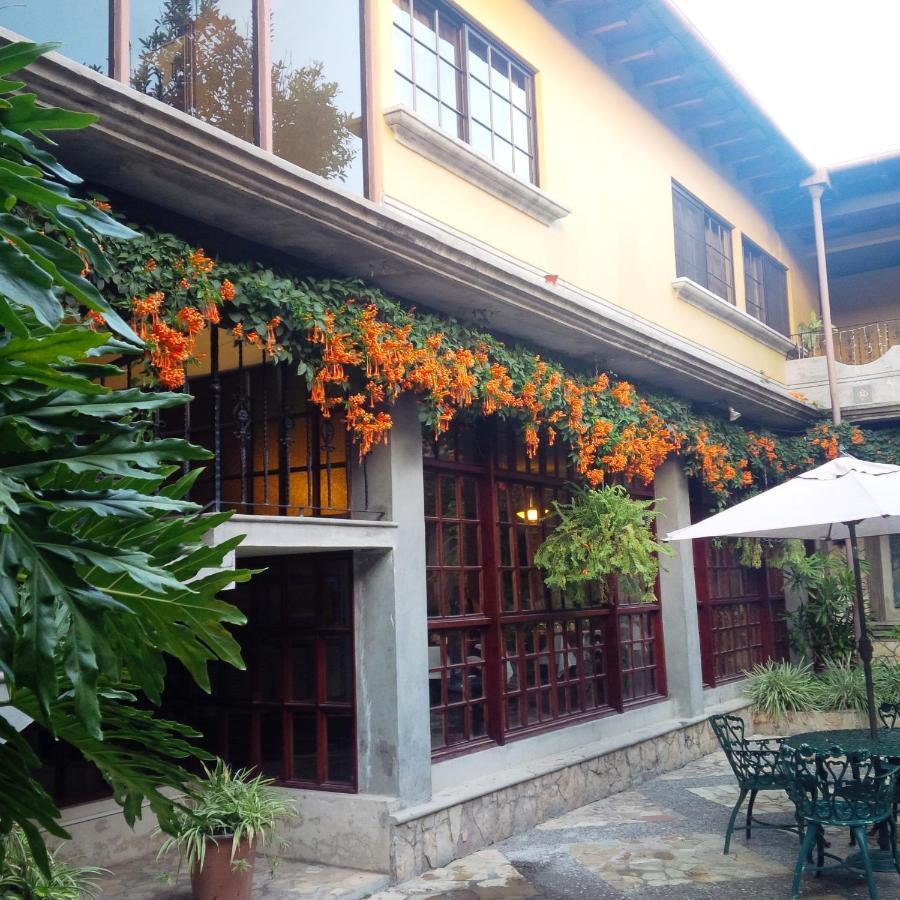 Отель  Hotel Elvir