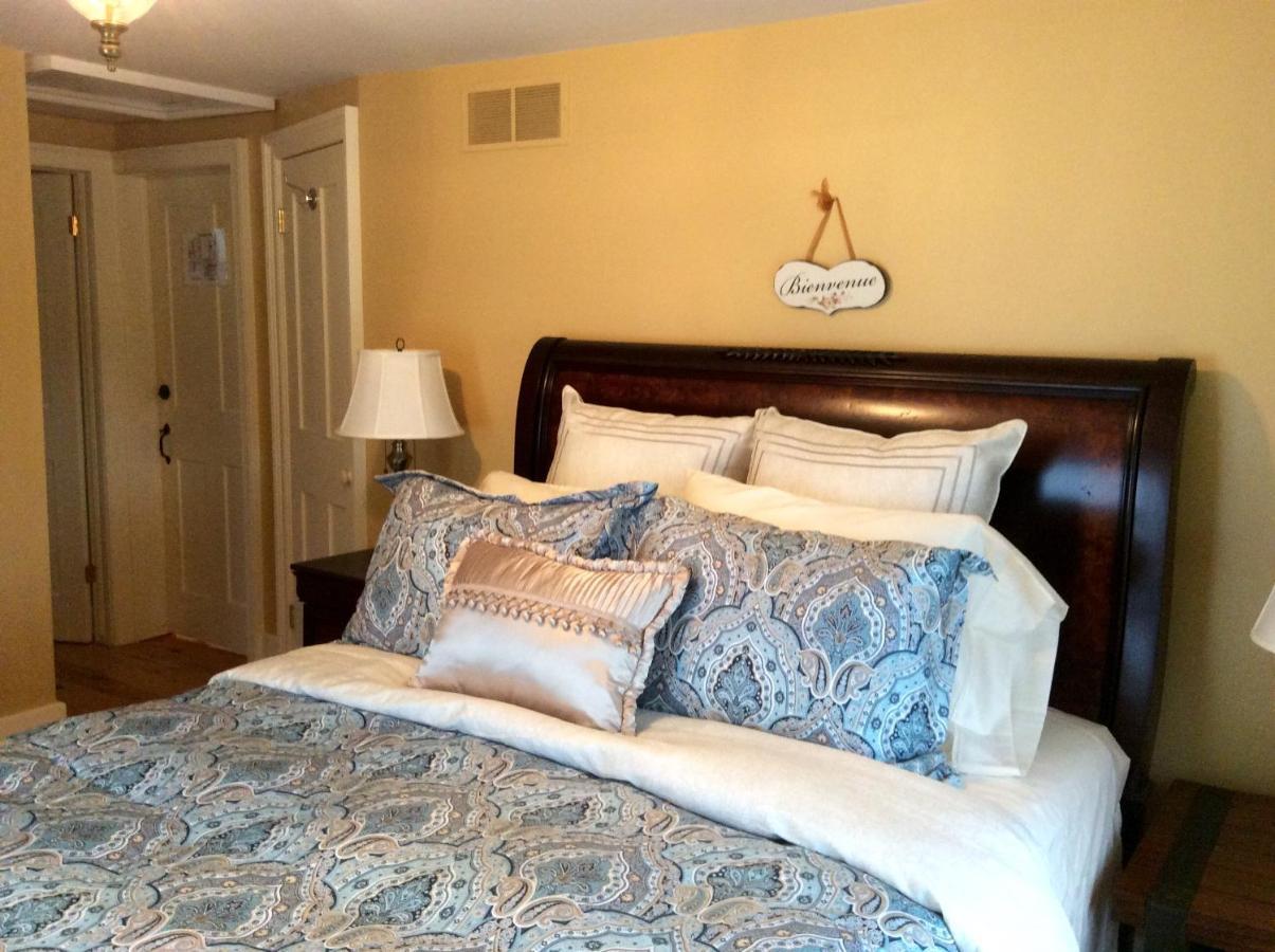 Отель типа «постель и завтрак»  Scarlet Tunic Bed And Breakfast