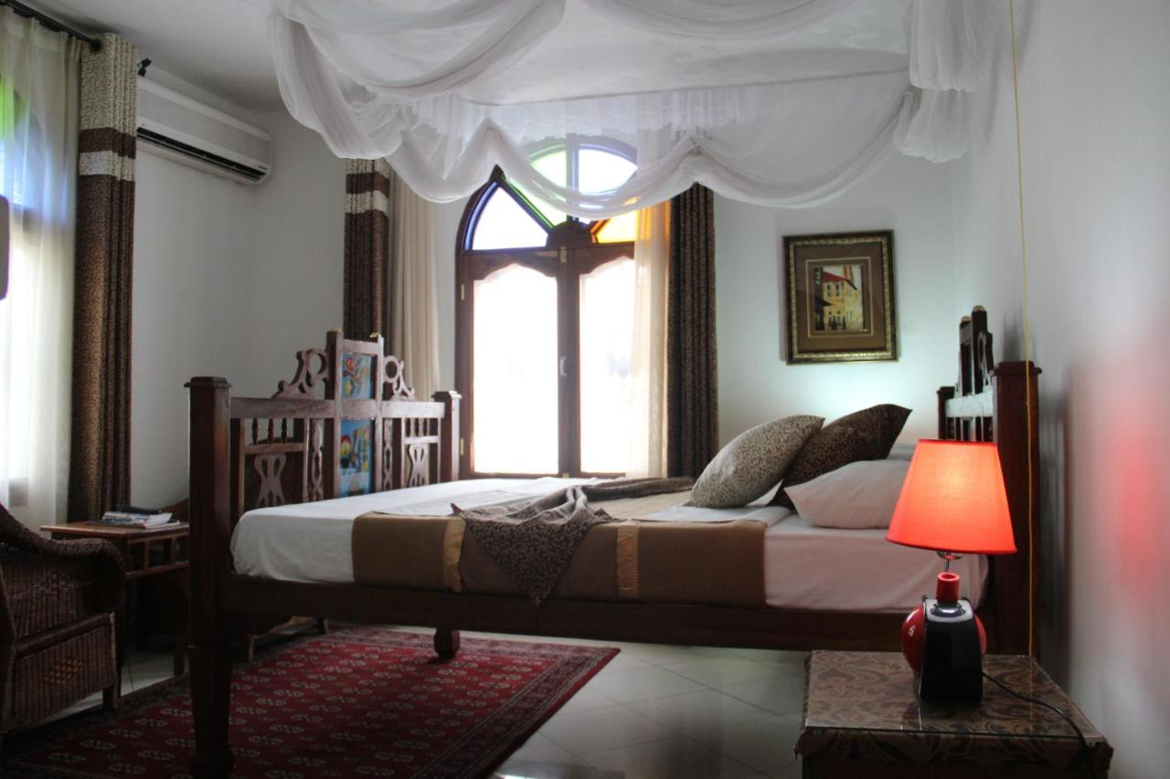 Uma cama ou camas num quarto em Al-Minar Hotel