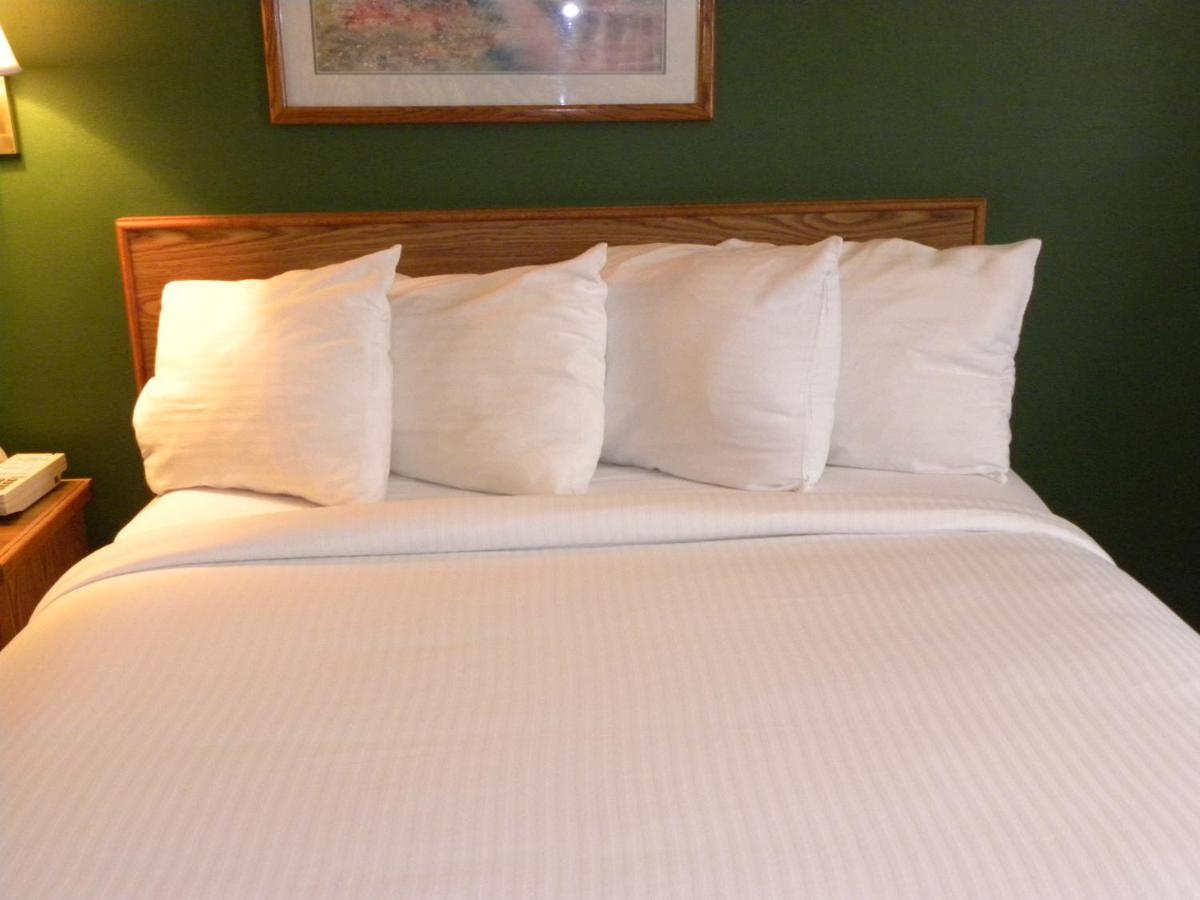New Victorian Inn Kearney, NE - Booking.com