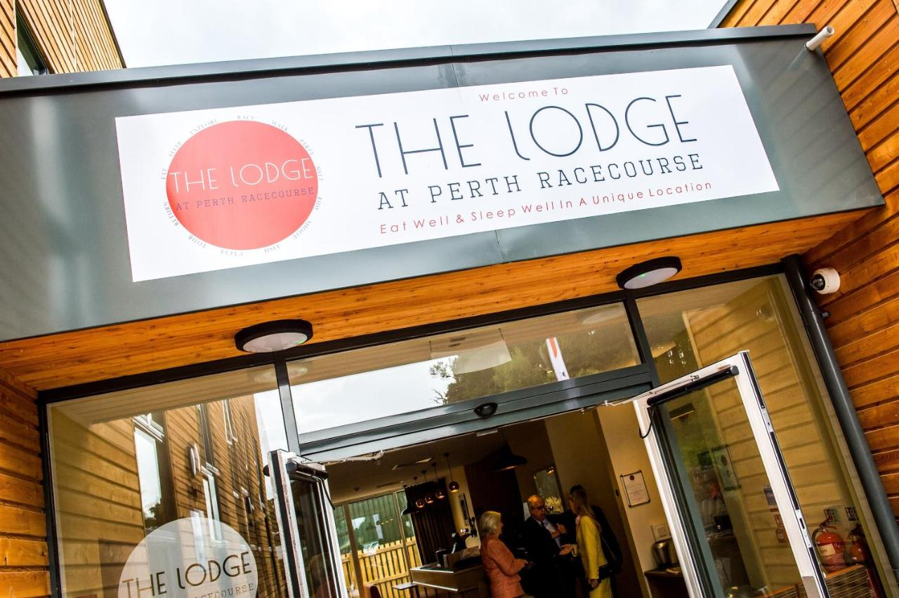 Лодж  The Lodge At Perth Racecourse