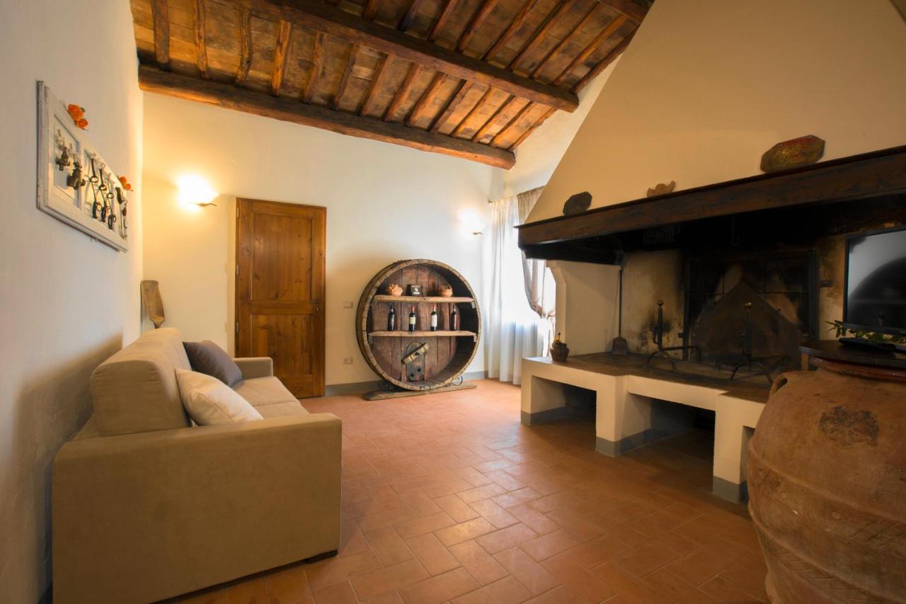 Bar Arredati Con Pallet appartamento alloro, gambassi terme, italy - booking