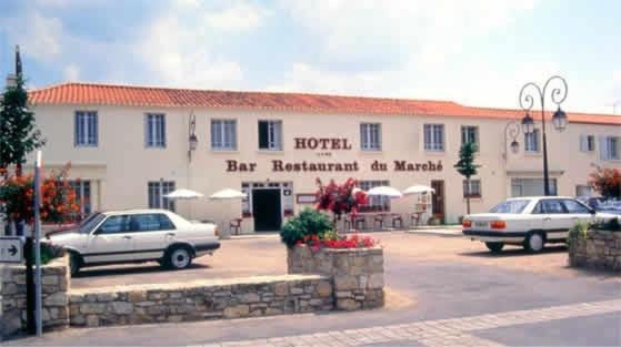 Отель  Hôtel Du Marché