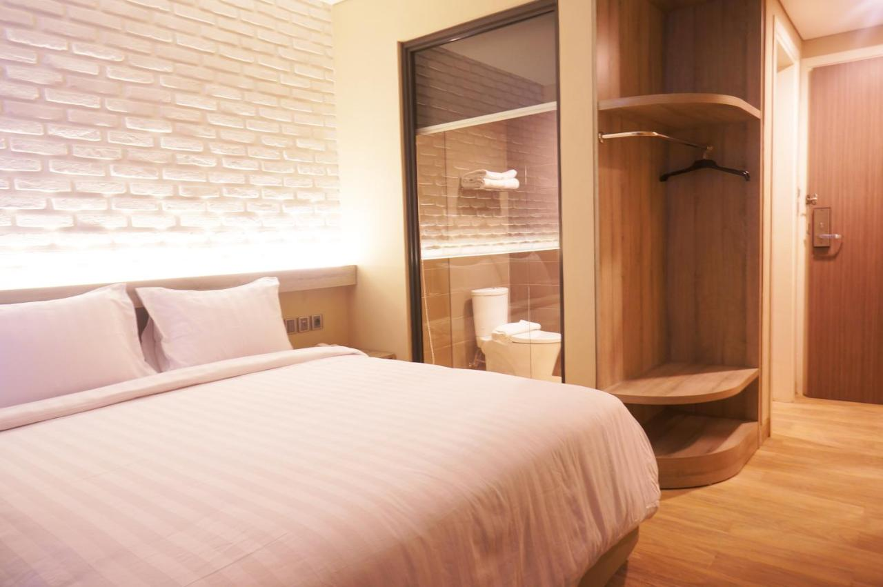 Отель  Expressia Hotel Makassar