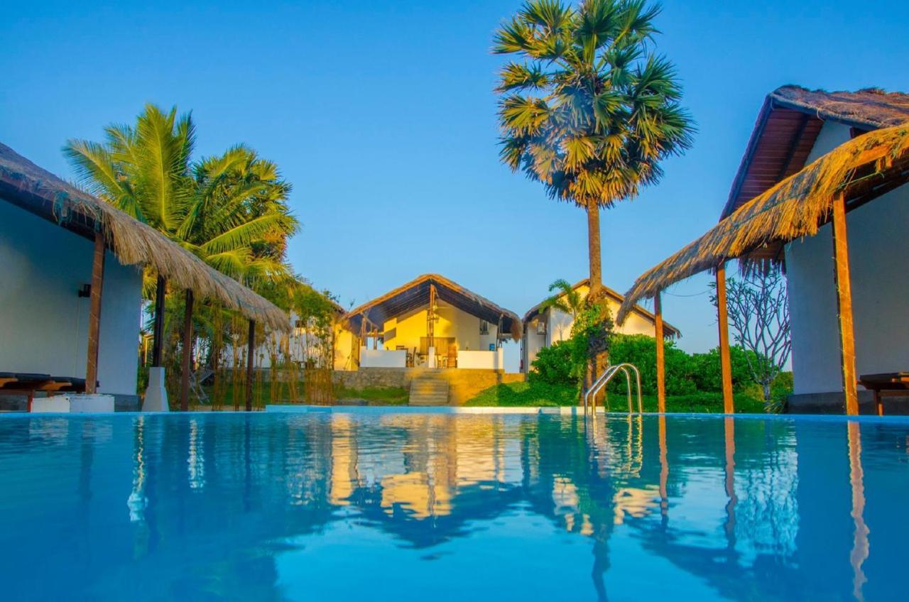 Отель типа «постель и завтрак»  BedRock Beach Villas Kalpitiya