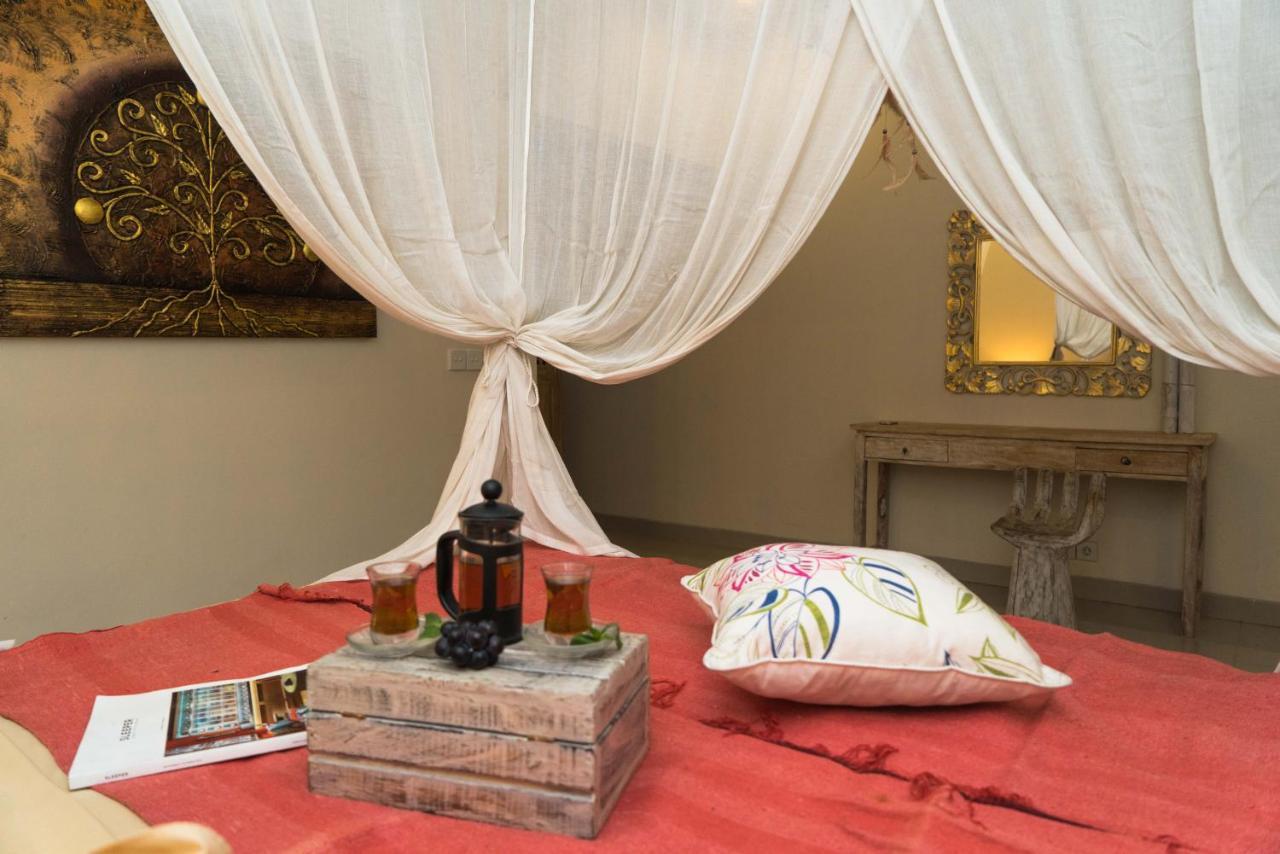 Dutch Decor Zitzak.Art Villa Bali Seminyak Indonesia Booking Com