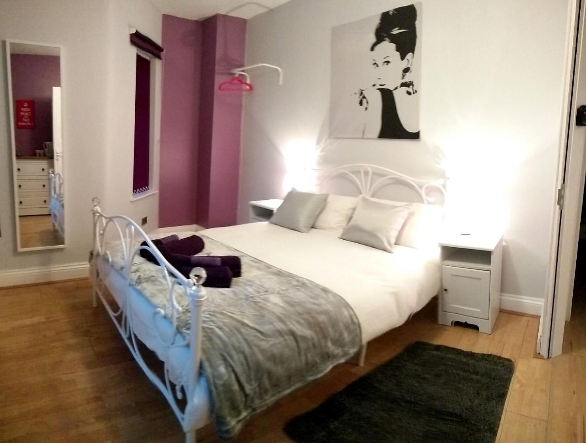 Отель типа «постель и завтрак»  Old Trafford Guest House