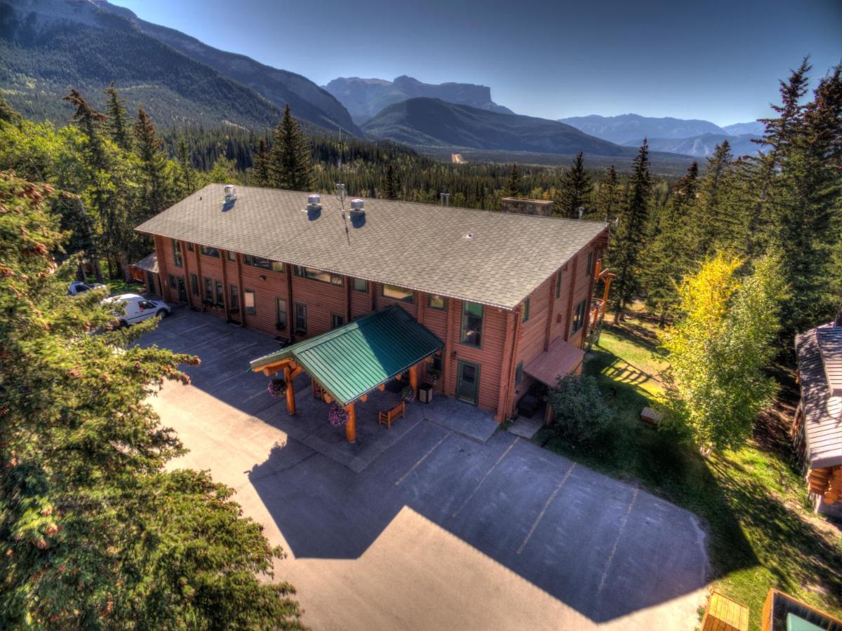 Overlander Mountain Lodge