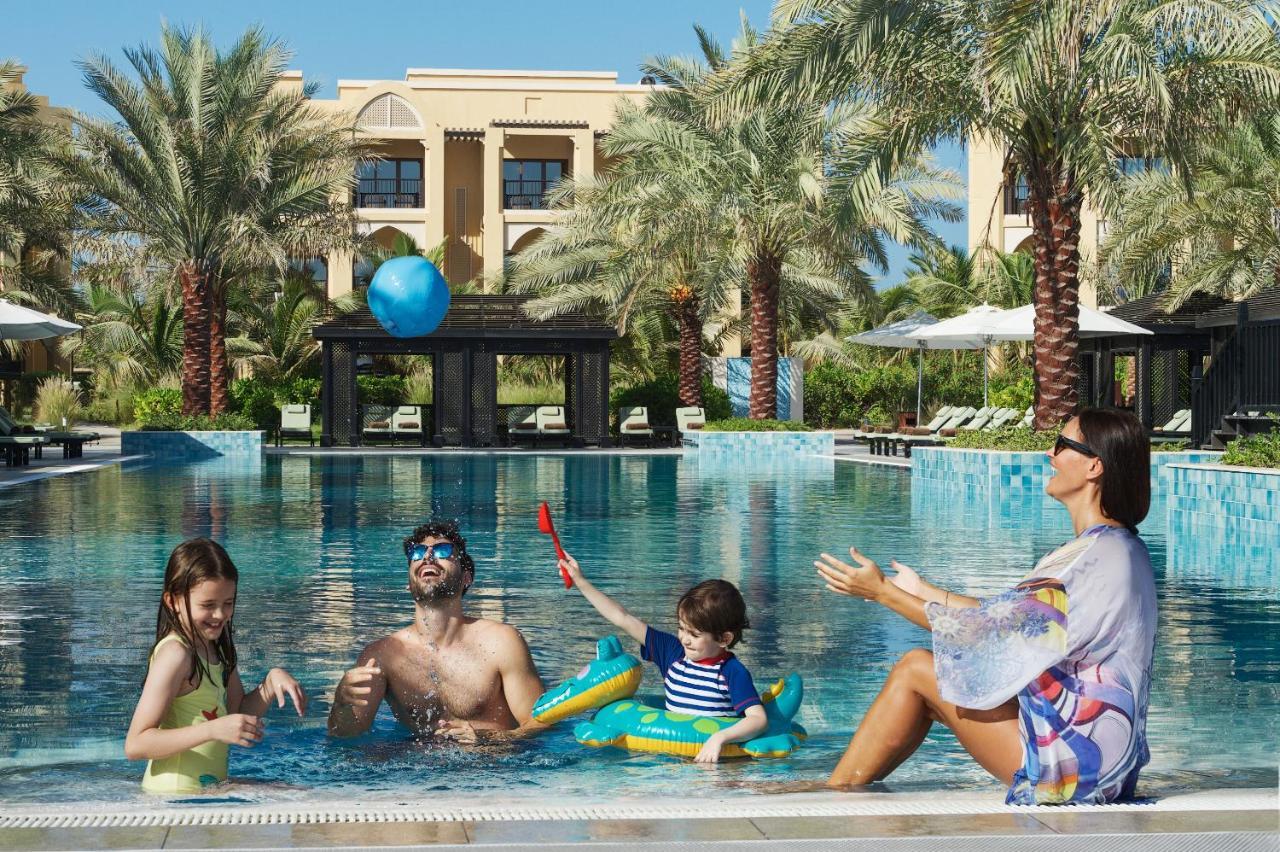 Фото  Курортный отель  DoubleTree By Hilton Resort & Spa Marjan Island