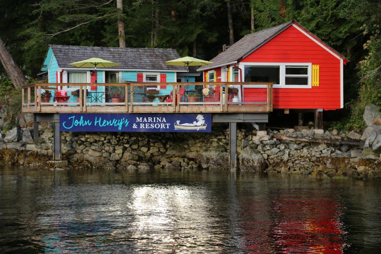 Курортный отель  John Henry's Marina And Resort