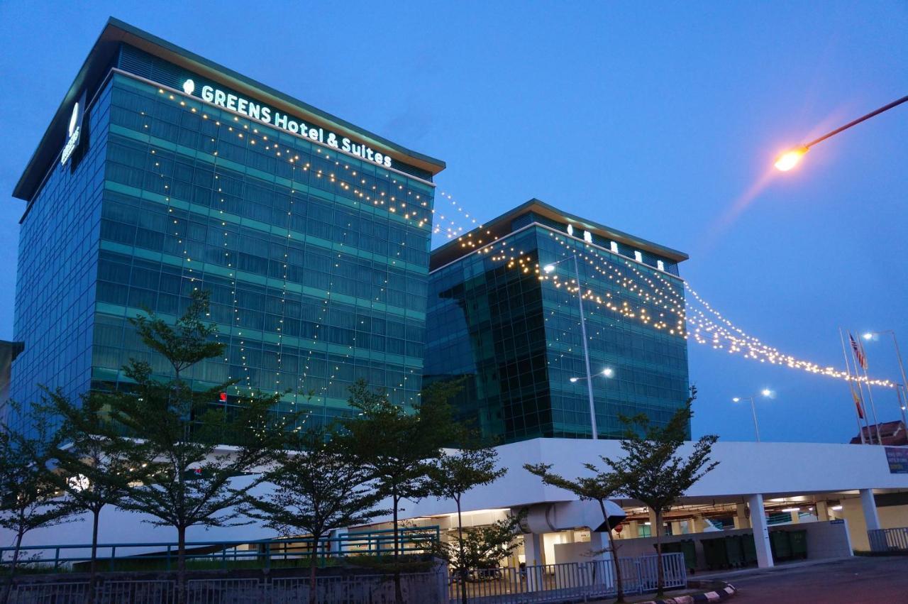 Отель  Отель  Greens Hotel & Suites