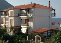 Makis Studios & Apartments