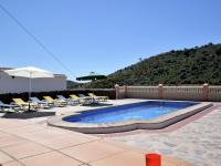 Spacious Villa in Sayalonga with Jacuzzi