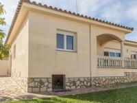 Relaxing Holiday Home in L'Escala with Swimming Pool