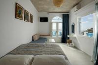 Vallas Apartments