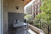 Designer 4-Bed Apt w/Balcony near Montjuic