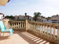 Detached pleasant villa in a small complex with shared swimming pool in Vilacolum