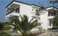 Yianna Studios & Apartments