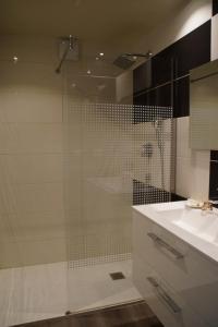 A bathroom at Gite De Charme Caussenard