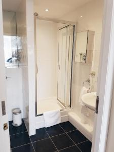 A bathroom at 42 Adelaide Square Apartment Suite
