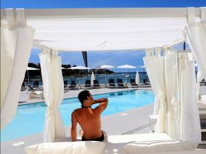 The swimming pool at or close to AxelBeach Ibiza Suites Apartments Spa and Beach Club - Adults Only