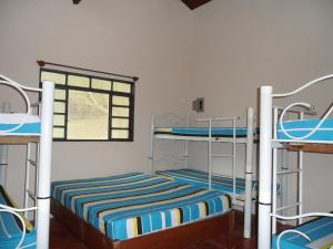 A bunk bed or bunk beds in a room at Chacara Primavera Motta