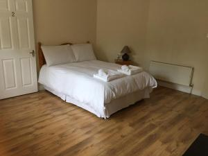 Un pat sau paturi într-o cameră la Alandale Orchard