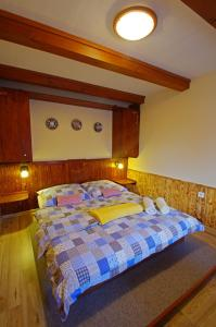 A bed or beds in a room at Yellow Paradise House