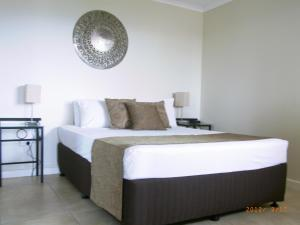 A bed or beds in a room at Coral Towers Holiday Suites