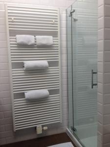 A bathroom at Comfort Aan Zee Penthouse