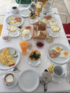Breakfast options available to guests at Kedros Villas