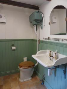 A bathroom at The Coach House
