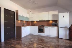Kuchnia lub aneks kuchenny w obiekcie Apartament SunForYou