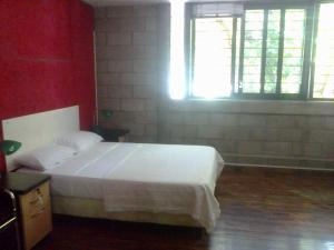 Una cama o camas en una habitación de 9 de Julio Apartment