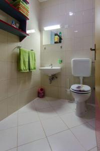 A bathroom at Dani