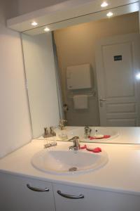 A bathroom at Holiday Home Pont Royal