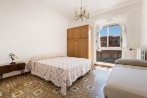 A bed or beds in a room at Appartamento Cuore