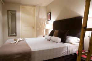 Ein Bett oder Betten in einem Zimmer der Unterkunft Apartments Barcelona & Home Deco Columbus