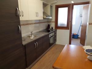 A kitchen or kitchenette at Casa Rural Plaza Principal - Zahara