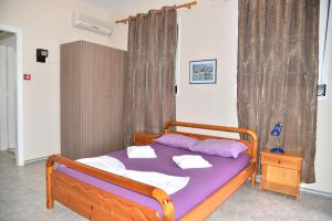 A bed or beds in a room at Iro Apartments