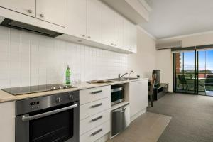 A kitchen or kitchenette at Quest on Rheola