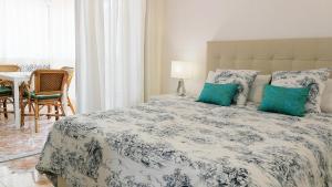 Кровать или кровати в номере Andalusian Apartment