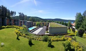 Výhled na bazén z ubytování Apartman Doky D8 - Lipnohome nebo okolí