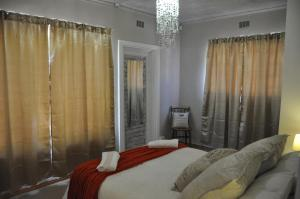 A bed or beds in a room at Sedgefield Island Villa